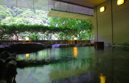 琴音の湯 岩の露天風呂