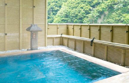 琴音の湯 檜の露天風呂